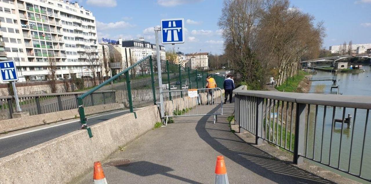 Chemin du halage fermé, à Saint-Maurice (Val-de-Marne) sur décision du maire de la ville en accord avec la Préfecture/DR